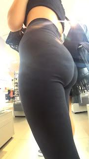 Bella mujer sabrosas nalgas calzas