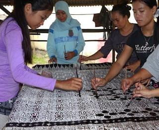 http://www.teluklove.com/2017/03/destinasti-keindahan-wisata-seni-batik.html