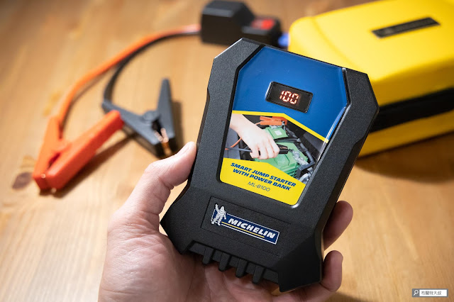 【開箱】汽油車、柴油車都能救,米其林 Michelin 汽車啟動行動電源 ML-8100 - 按壓電源開關,LED 螢幕會顯示目前電力