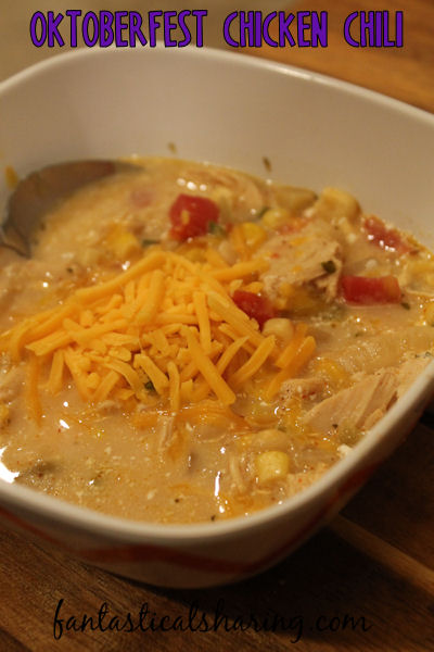 Oktoberfest Chicken Chili // The perfect chili to eat while celebrating the great beer fest that is Oktoberfest. #SundaySupper #chili #Oktoberfest