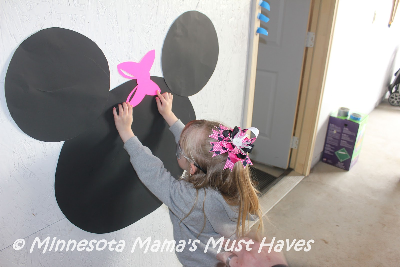 DIY Minnie Mouse Birthday Party Games Pin The Bow On
