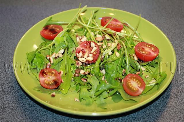рецепт салата с рукколой, кедровыми орехами и пармезаном с пошаговыми фото