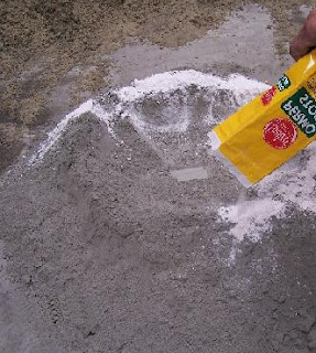 Concrete water proofing: 330 grams of Permo are used to each bag (50 kg) of cement