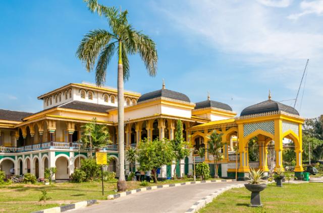 Destinasi Wisata Istana Maimun Medan