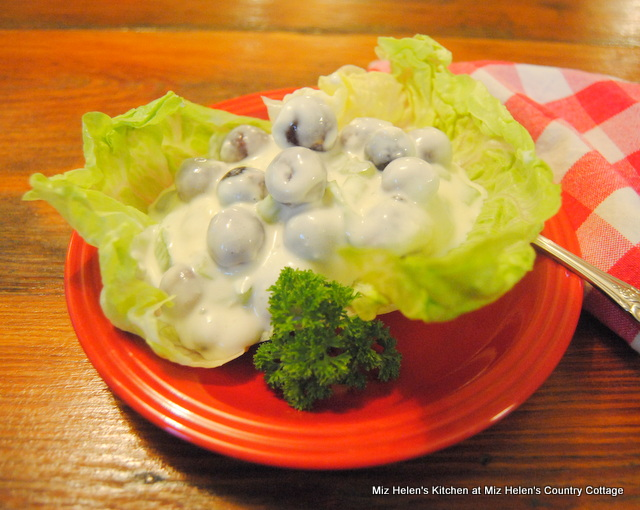 Retro Grape and Celery Salad With Sour Cream Dressing
