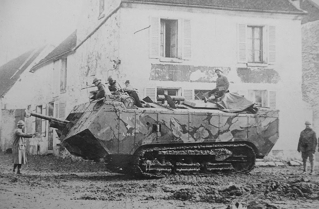 saint chamond late crossing a village 1918. Black Bedroom Furniture Sets. Home Design Ideas