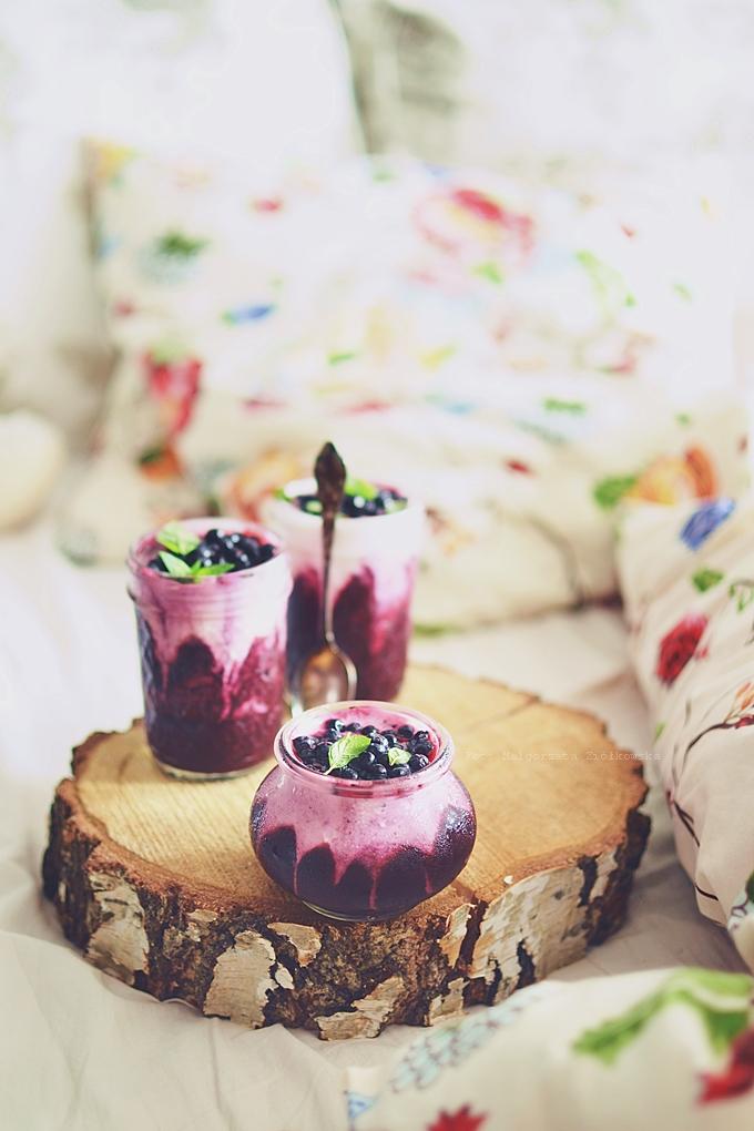 Fasolowy fit deser z jagodami bez cukru idealny do łóżka