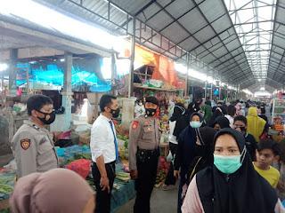 Jelang Ramadhan, Polsek Enrekang Lakukan Patroli Pasar Yang Ramai Pengunjung