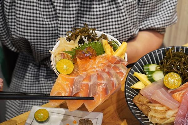 台南南區美食【伊豆讚壽司專賣】餐點介紹-厚鮭飽嘴丼