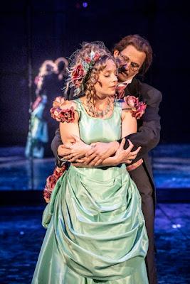 Anna-Sofia Tuominen (Emma) ja Joel Mäkinen (Jekyll)