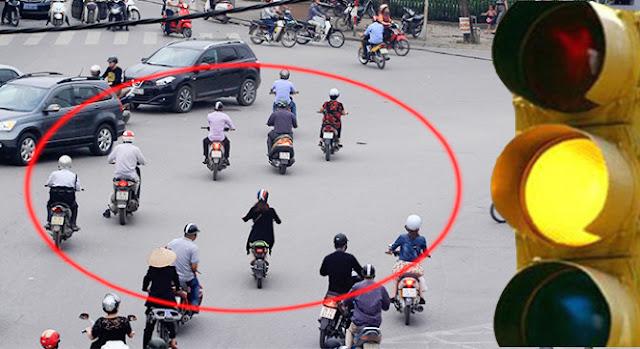 vuot den vang bi phat ngang den do xlyx -  - [Luật giao thông] Vượt đèn vàng cũng bị phạt như vượt đèn đỏ từ ngày 01.08.2016