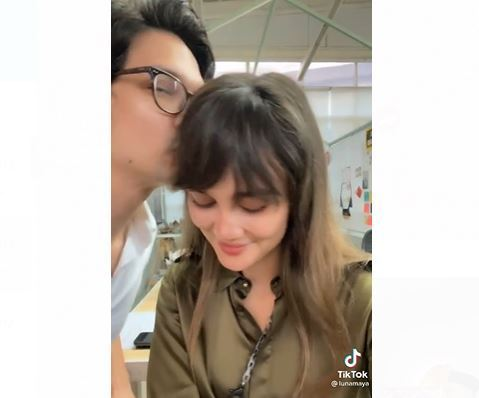Heboh Video Tik Tok Dimas Cium Luna