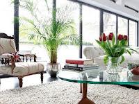 Vas Lantai Pelengkap Interior Rumah Bergaya Modern