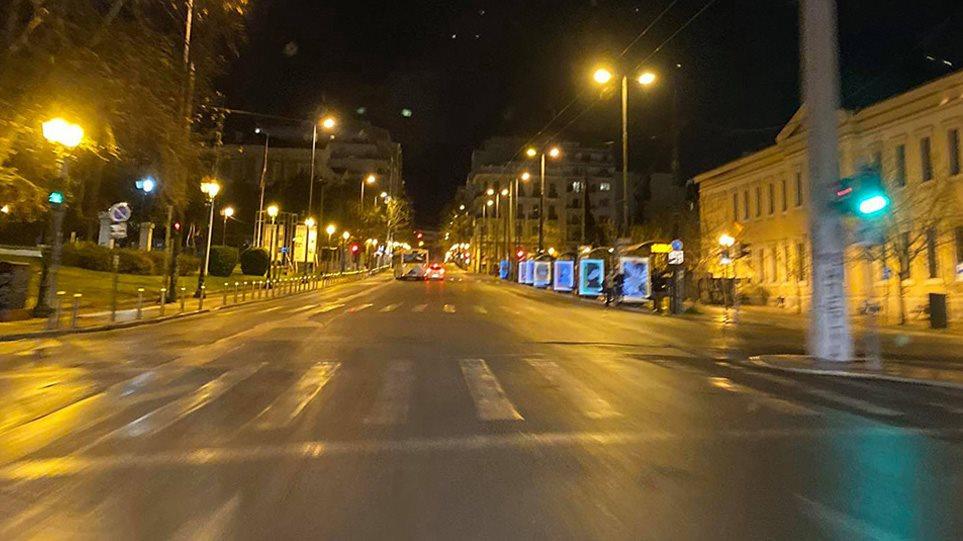 Σάββατο Βράδυ: Πόλη-Φάντασμα Η Αθήνα