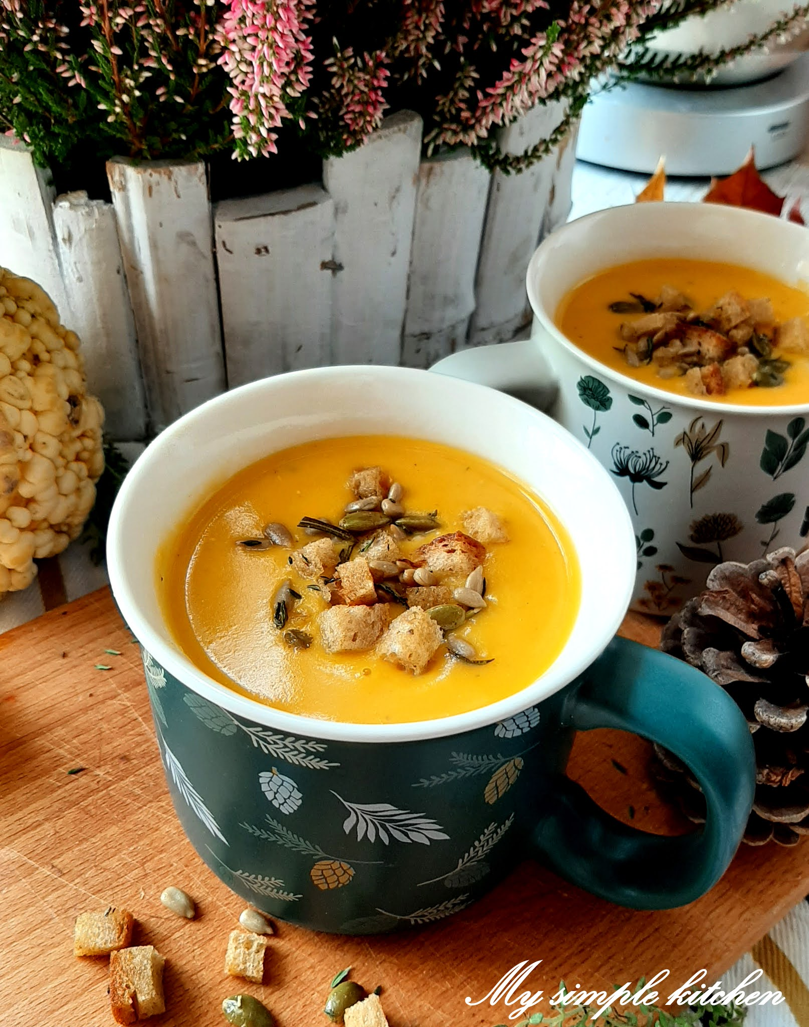 Zupa dyniowa z ziołową posypką