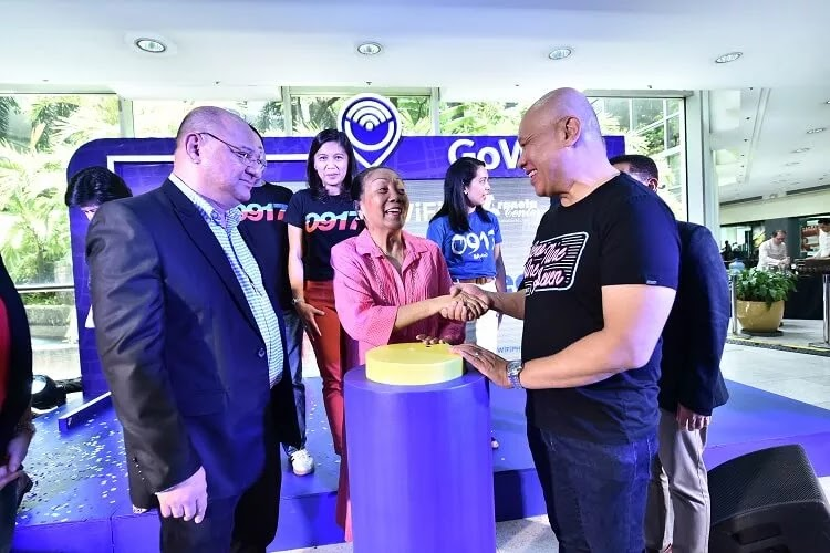 Globe, Araneta Center Now Provide Fast and Reliable GoWifi for Shoppers