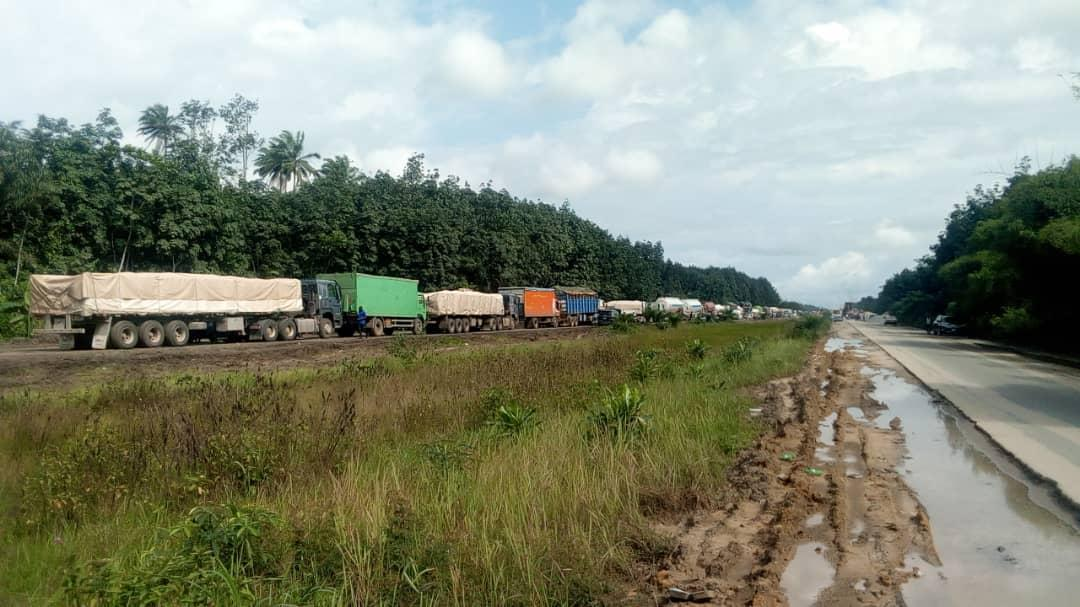 Warri-Sapele Road: You Can't Ply This Road And Not Spend At Least 2 Days On Road - Photos