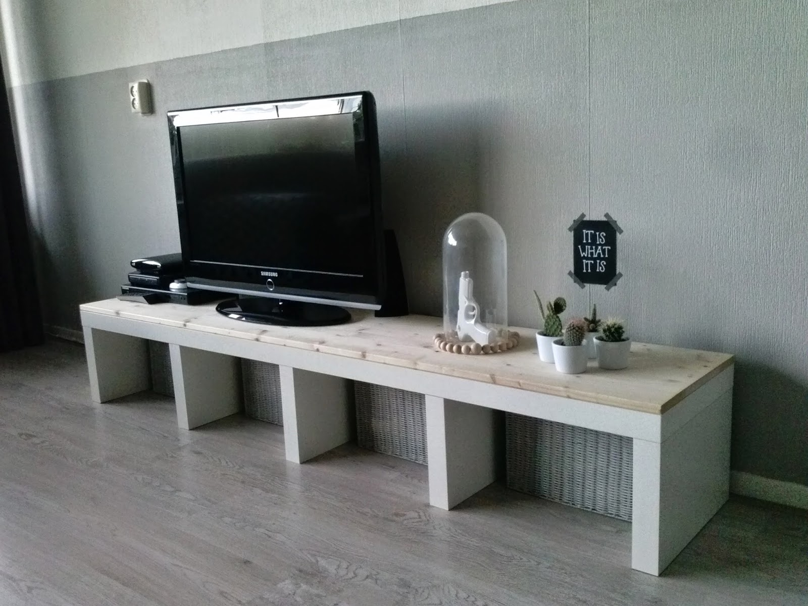 Ikea Tv Tafel : Ikea tv meubel lack wit archidev