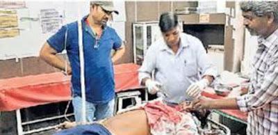 सड़क हादसे में घायल युवक को अस्पताल पहुंचाने के बजाए लोग बनाते रहे वीडियोफसल काटने के लिए जा रहे युवक की बाइक हुई दुर्घटना ग्रस्त, जागरुक युवक ने की मदद अशोकनगर | सड़क दुर्घटना में घायल एक...