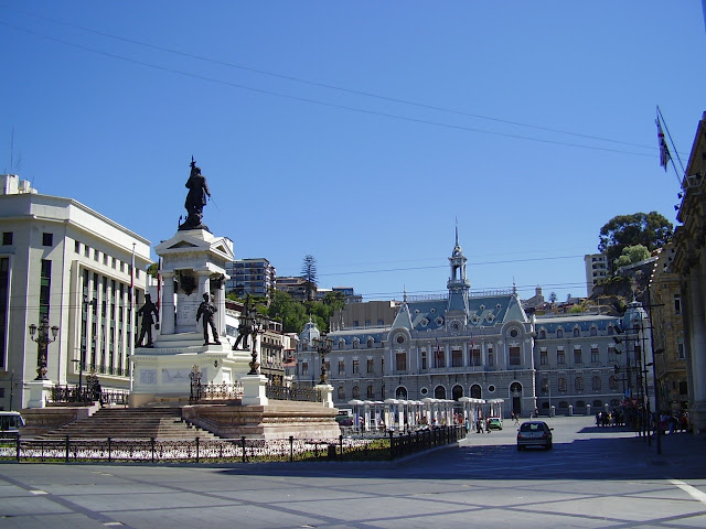 Plaza Sotomayor, Valparaíso, Chile.