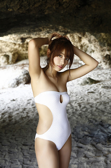 久松郁実 Hisamatsu Ikumi Sexy On Beach Images 01