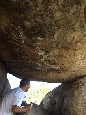 Astronomical rock paintings on ceiling while still crawling in the tunnel (Source: Palmia Observatory)