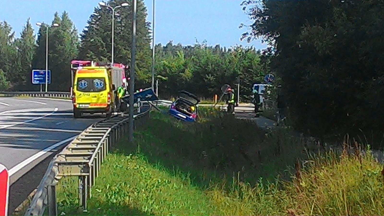 Vieglā auto avārija pagriezienā uz Turkiem