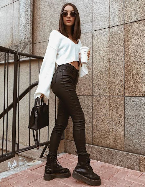 Se você quer deixar o seu instagram com muitas fotos tumblr super lindas, você vai amar essas ideias de fotos que você pode reproduzir sozinha. Além de serem fotos fáceis, elas são inspiradas em blogueiras que arrasam no instagram com fotos tumblr. Deixe o seu feed lindo e atraia mais seguidores com essas fotos tumblr. Use batom chamativo, óculos, roupas mais descoladas (como calças de moletom que estão super na moda e é super tumblr), Faça poses distraída, tire fotos em lugares como, restaurantes, café, lanchonetes que tenham cores ou que sejam retrô. Bolsa também é um acessório que faz toda a diferença nas fotos tumblr (escolha bolsas médias ou menores)