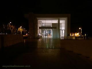 Ara Pacis, edifício de noite, guia brasileira em Roma