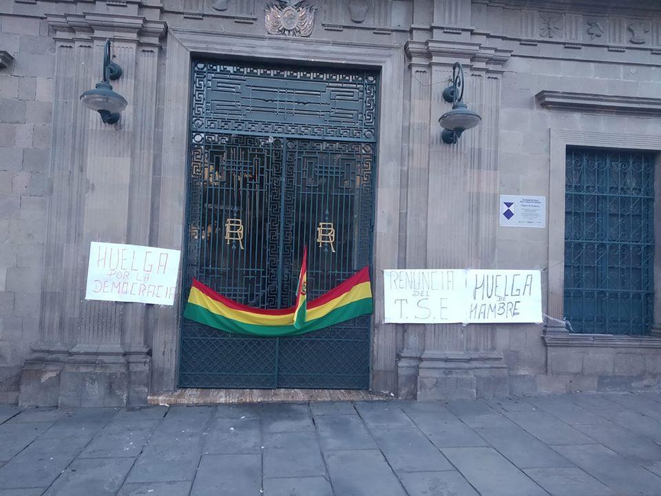 La puerta de Palacio de Gobierno se encuentra cerrada desde el pasado sábado / RRSS