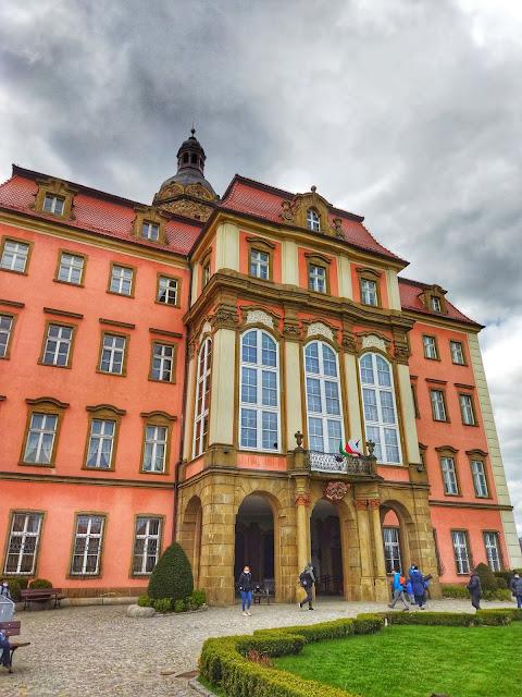 wygląd zamku Książ, widok na wejście do zamku