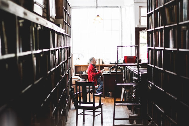 53 Best Librarian Blog Names