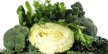 7 benefícios poderosos da couve, superalimento rico em nutrientes