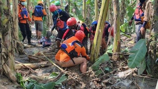 Tim SAR Temukan Jasad Balita Korban Banjir di Perumahan De Flamboyan Medan