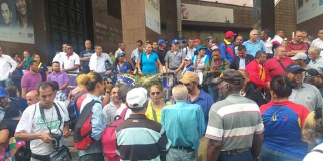 Trabajadores universitarios protestaron para exigir mejoras salariales