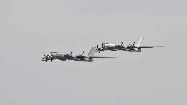 Θερμή συνάντηση στην παγωμένη Αλάσκα - F-22 αναχαίτισαν ρωσικά στρατηγικά βομβαρδιστικά Tu-95 Bear