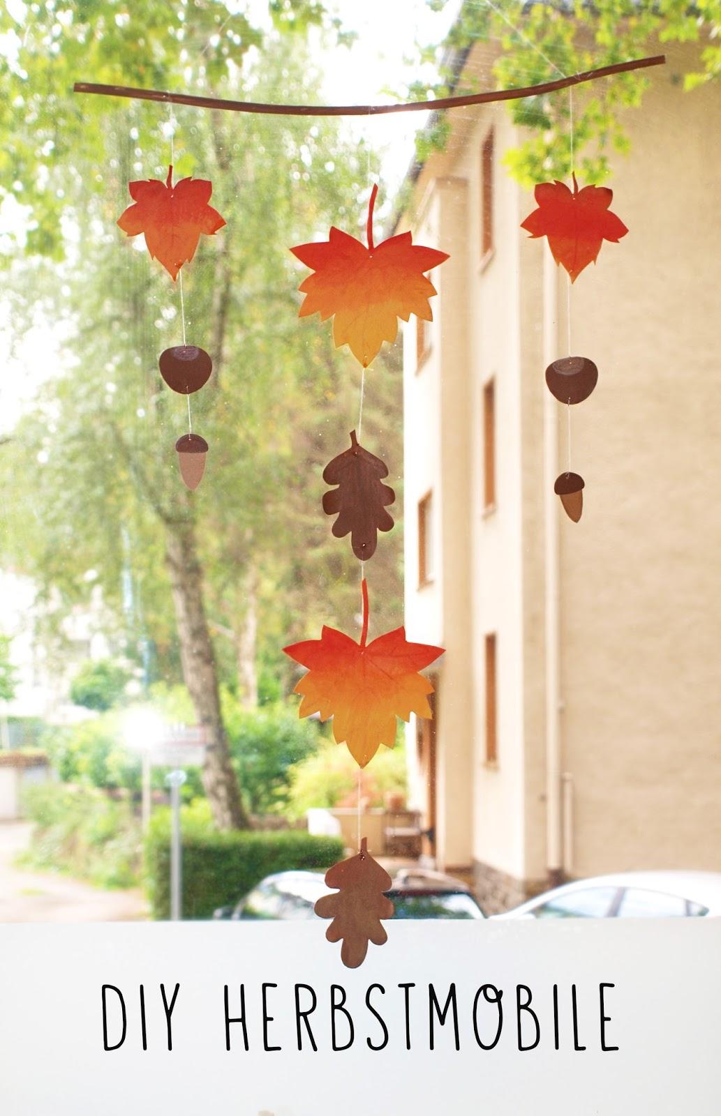 DIY Deko HerbstDeko  Mobile aus selbstgebasteltem Laub