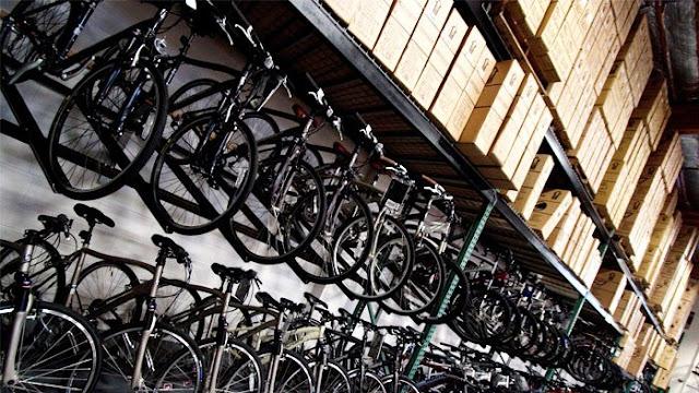 Bicicletas armazenadas em fábrica