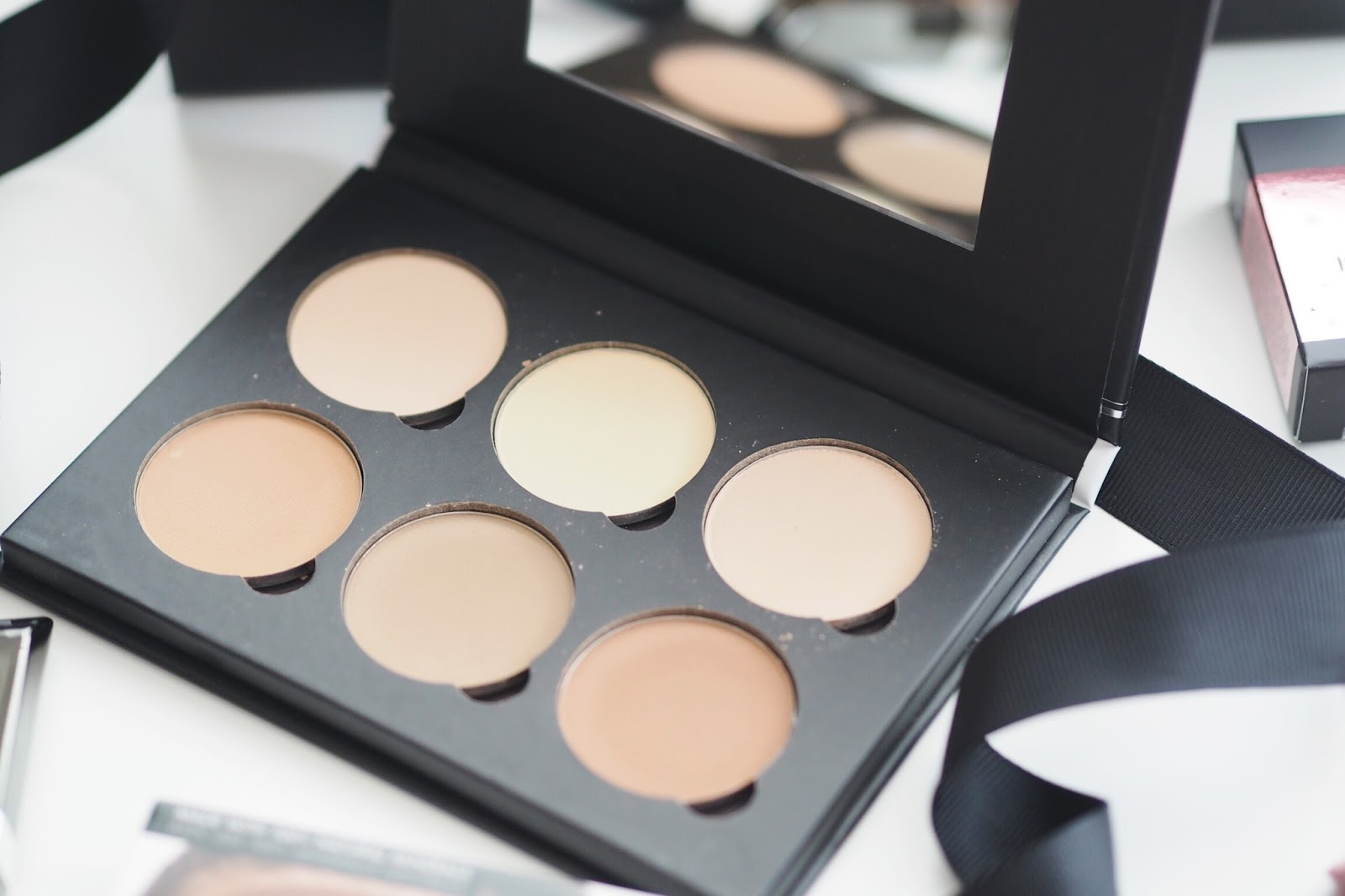 Cohorted beauty box review Bella Pierre contour palette