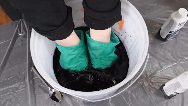 วิธีย้อมเสื้อให้เป็นสีดำง่าย ๆ ใน 5 ขั้นตอนใช้ได้กับผ้าทุกประเภท