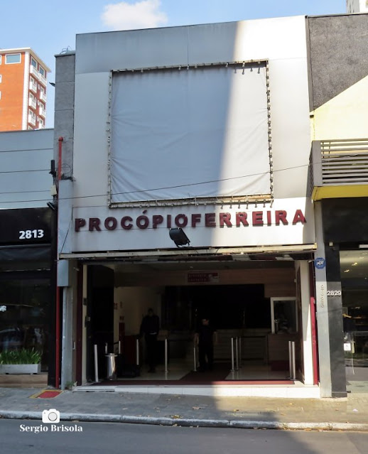 Vista ampla da entrada do Teatro Procópio Ferreira - Cerqueira César - São Paulo