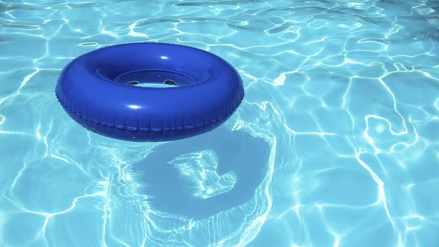 Μάχη για να κρατηθεί στη ζωή παιδί που ανασυρθηκε από πισίνα χωρίς αισθήσεις