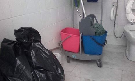 Σε αποθήκη έχουν μετατραπεί οι τουαλέτες ΑΜΕΑ στο ΙΚΑ Ηγουμενίτσας - Επιστολή επισκέπτριας (+ΦΩΤΟ)