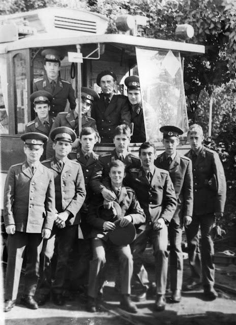 Вместе с первым водителем обновленного ретро трамвая Лаймонисом Виткусом (фото из архива: Юра Игнатьев)