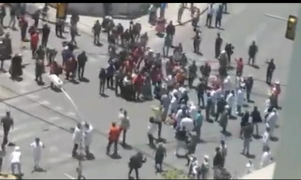 Agresión de los movimientos del MAS a los médicos dejó 15 profesionales heridos y contusos  / RRSS