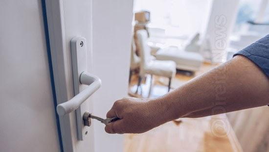 decisao inquilinos morar casa locadora aluguel