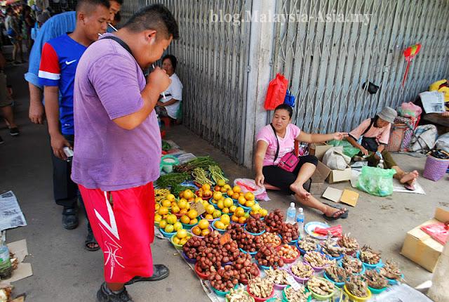 Market in Lachau