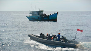KRI Usman Harun-359 Tangkap Dua Kapal Ikan Asing Vietnam di Laut Natuna Utara