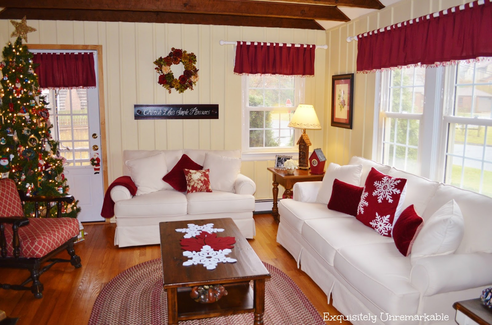 Cottage Style Christmas Living Room Decor