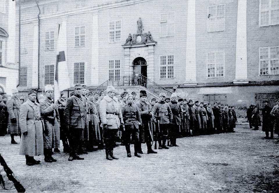 Soome lipp Narva raekoja ees 19. jaanuaril.1919
